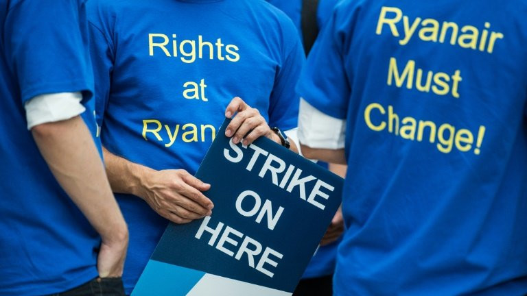 Ryanair precarious staff salaries